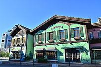 绿色国外两层建筑