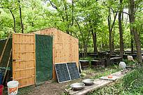养蜂人的小屋及生活用品