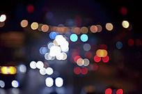 夜晚闪烁的霓虹灯
