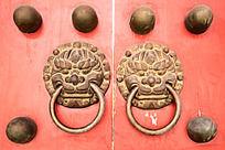 红门上的狮子门环图片