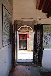 老式宅子的木门