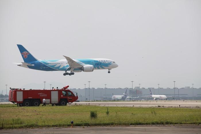 南航787型飞机降落图片素材下载(编号:3116729)