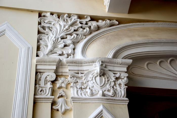 欧式花纹建筑特写图片