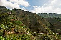 通往山外的山路
