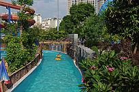 游乐园内的漂流水道