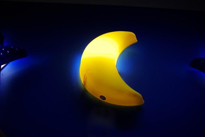 月亮形状的灯图片