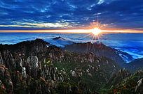 山顶远望日出