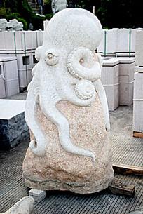石头上的章鱼雕刻艺术摄影