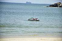 海中的小游艇