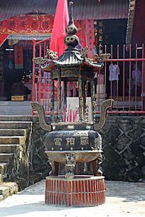 寺庙里的插香炉