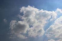 碎花白云和蓝色天空