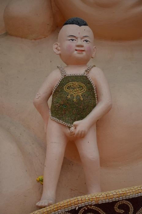 菜博会上穿着肚兜的孩子造型