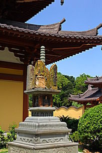 护国寺里的玉石塔