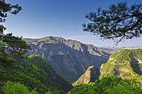 崆峒山巨大的山谷
