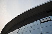 寿光体育馆外侧的玻璃幕墙