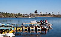 城市公园的游船码头