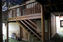木房子里的楼梯