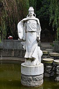 滕王阁湖面的王勃雕塑