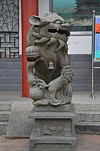 滕王阁入口大门处的石狮