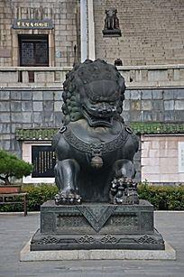 滕王阁入口门前的石狮