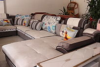 浅灰色组合软沙发