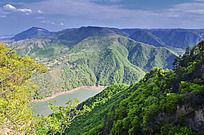 山谷中的河流