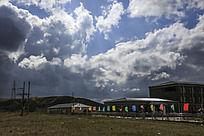 彩旗与云彩