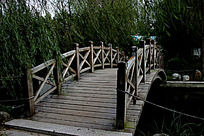 公园里面的一座木桥