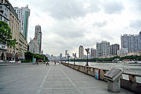 广州珠江岸边的大道