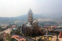 贵安欢乐世界的摩天轮里俯视山附近景观