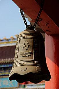 灰色的带有佛字的铜钟