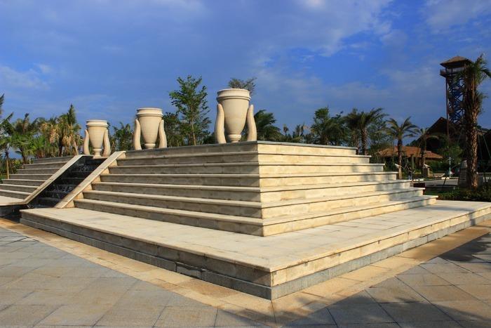 阶梯塔状喷水池图片