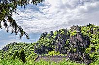 崆峒山的悬崖峭壁