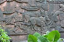 石壁上的农耕形象浮雕