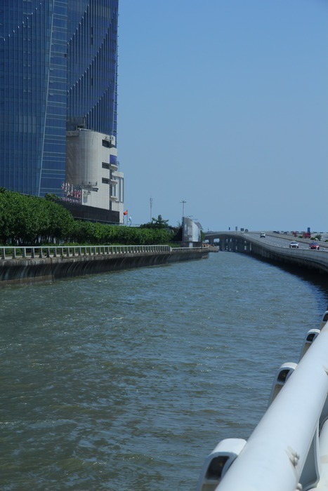 厦门双子塔脚下的海水图片