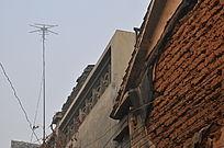 乡村民房上的电视天线