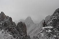中国冬季山峰山脉雪景摄影
