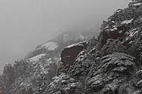 雄壮的山峰雪景