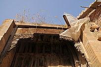 遗存的明清古建筑大门木雕装饰