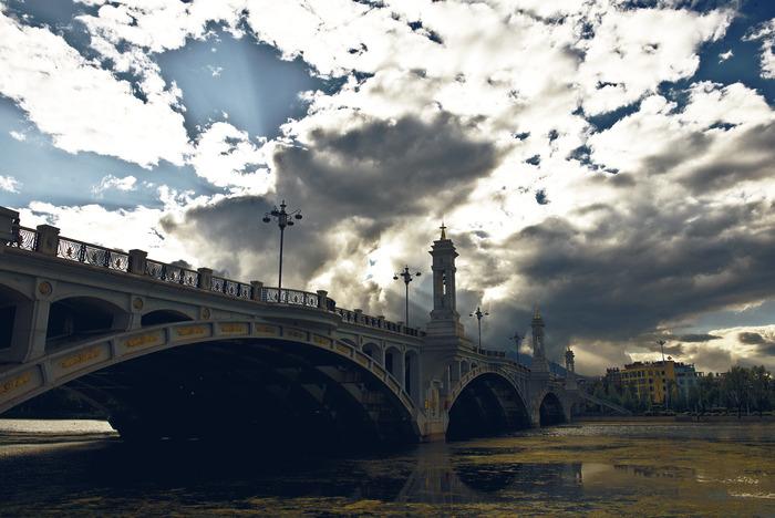 素材 乌云/乌云下的桥图片