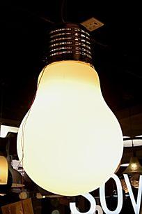 巨大的白炽灯
