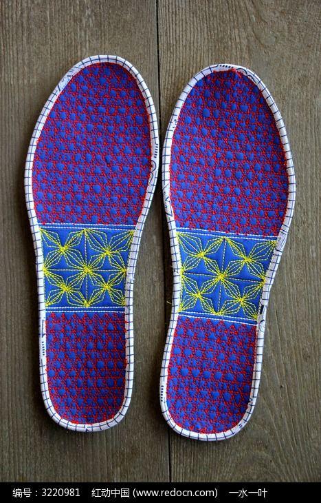 格子几何花纹刺绣鞋垫图片
