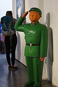敬礼的军人军服红军绿军装善良塑料