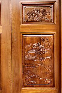 木门上的山水图案雕刻