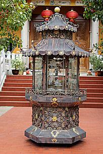 传统花纹铁艺香炉