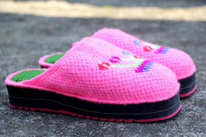 粉色手工钩织毛线拖鞋图片