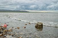 青海湖上的石块