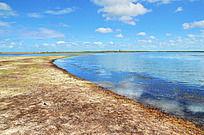 伸向湖中的陆地