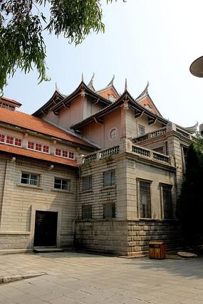 厦大里的闽南传统风格建筑
