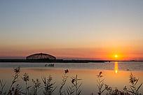 夕阳下的观鸟笼